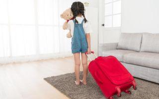 Как выписать несовершеннолетнего ребенка из квартиры при продаже?