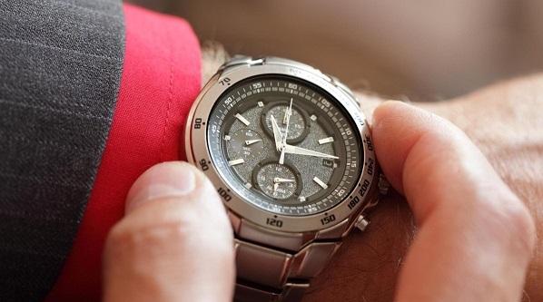 Ненадлежащего качества часы сдать продажа москва ломбард швейцарских часов