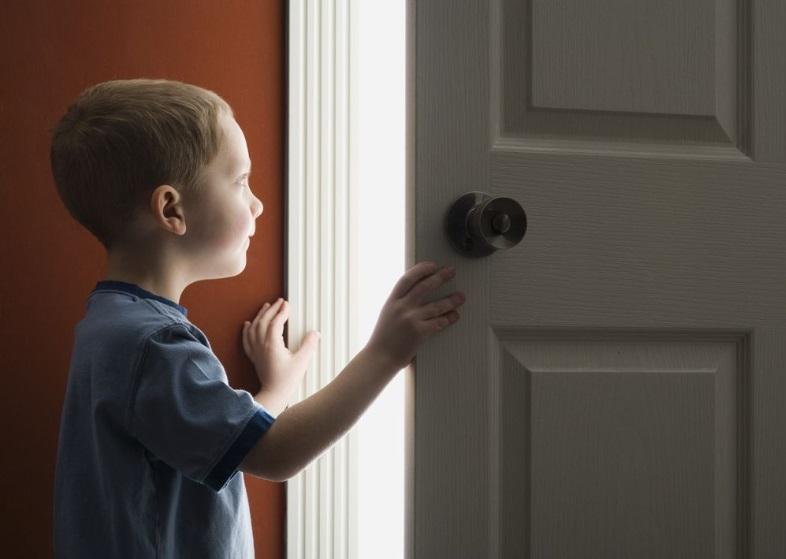 Чем грозит прописка несовершеннолетнего ребенка