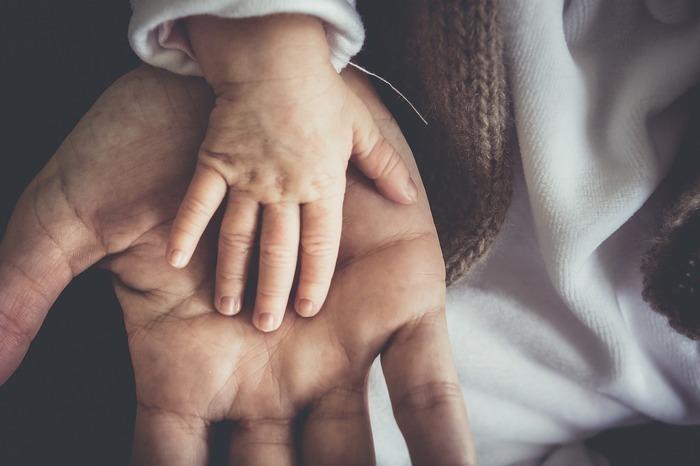 Как оформить дарственную на несовершеннолетнего ребенка